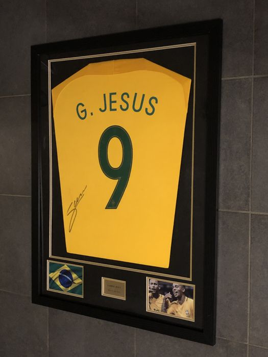 Gabriel Jesus signed framed home shirt of Brazil 2017-2018 with photos of the moment of signing and COA