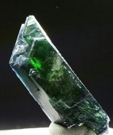 Lustrous Emerald green Vivianite crystal cluster - 46 x 15 mm - 14.4g