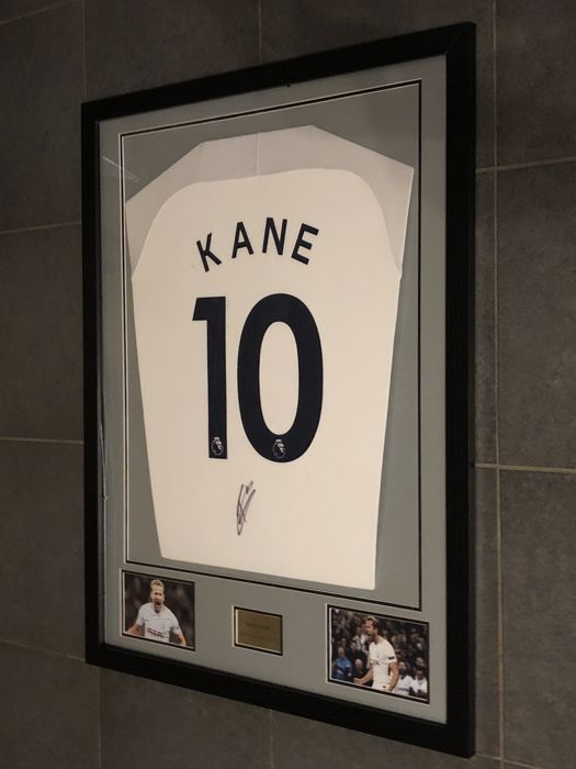 Harry Kane signed framed Tottenham Hotspurs home shirt 2017-2018 with photos of the moment of signing and COA