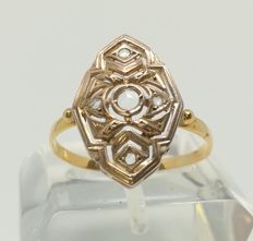 Antique cocktail ring of 18 kt yellow gold with rose cut sapphires