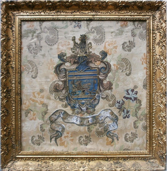 Coat of arms with lion and key in sea silk and gold, belonging to the Pestalozzi family (Switzerland), perhaps dating back to the 18th century