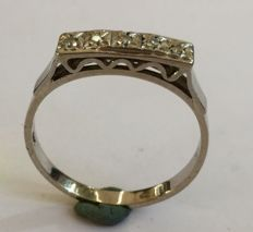White gold rivierra ring with 5 diamonds octagonal cut
