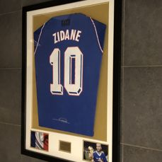 Zinedine Zidane signed framed France World Championship final 1998 home shirt with photos of the moment of signing and COA