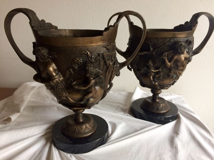 A pair of bronze vases - first half of the 20th century