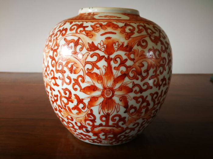 Chinese Porcelain Vase With Iron Red Scraffiato Decor Of Bats And