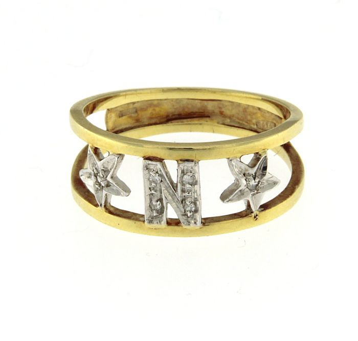 "18 kt yellow gold ring, with letter ""N"" and diamond stars, 0.04 ct, diameter: 17.50 mm"