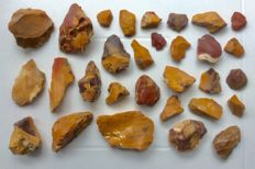 Collection of 30 Fontmaure Jasper Mousterian Artefacts - 25/91 mm (30)