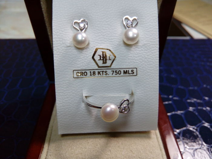 Communion set of cocktail ring and 18 kt white gold earrings with zirconia and Akoya pearl