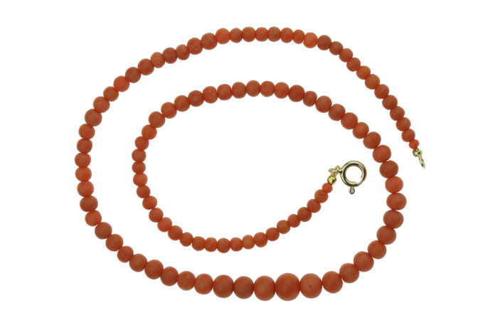 Precious coral necklace with round beads, ascending in size - 50cm