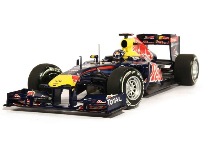 Minichamps - Schaal 1/18 - Red Bull Racing Renault RB7 S. Vettel Japan GP 2011