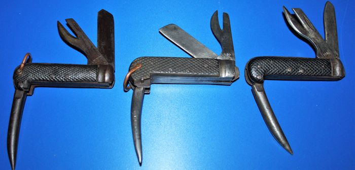 Lot of 3 official British world War II  Army Clasp knives items marked with Broad Arrow, and dated 1939,1940,1942,  mechanics works.