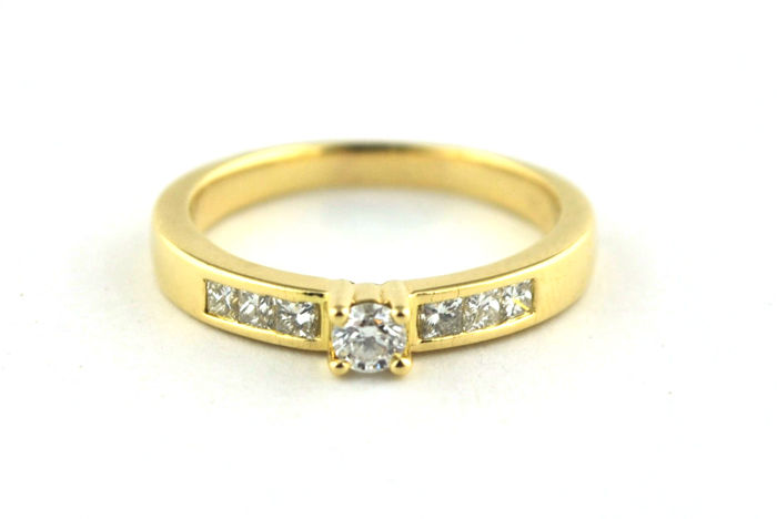 Princess & Brilliant Cut Diamond Engagement Ring set on 18k Yellow Gold.  E.U Ring Size: 52-53 (Re-sizable )