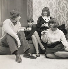 Unknown - Mick Jagger drinking tea with fans, c.1965
