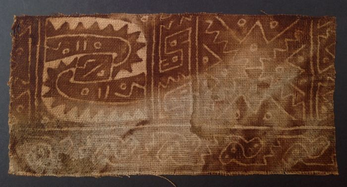 Two Pre-Columbian Chancay textile fragments with snakes and birds - Peru - 21 and 10 cm