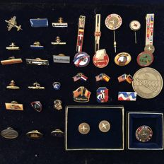 Lot of Military Badges/Cufflinks/Pins/Tie pins/Coins (i.a. F16-NATO-AMRAAM Hawk-Raytheon Missile Systems etc)