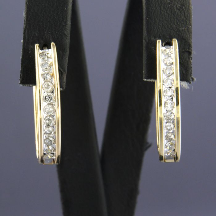 - no reserve price - 18 kt, bi-colour gold creole earrings set with 22 brilliant cut diamonds, 0.66 carat