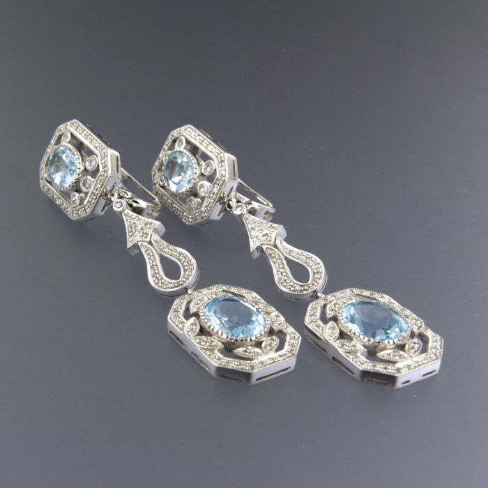 14 kt white gold dangle earrings set with blue topaz and 192 single cut diamonds of in total approx. 9.72 ct