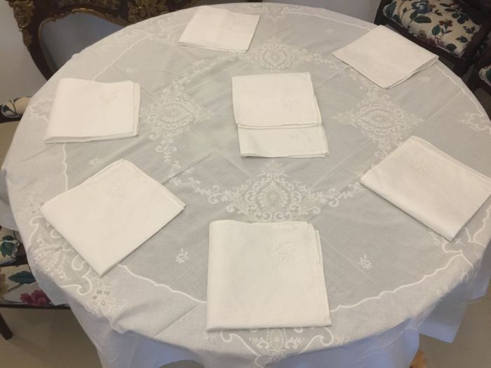 Round organdy table linen