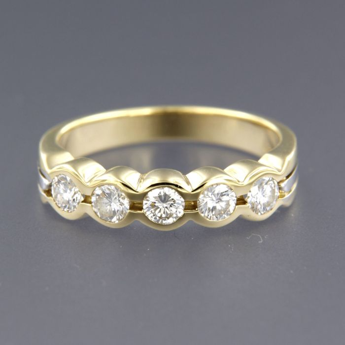18 kt bi-colour gold ring set with 5 brilliant cut diamonds, approx. 0.30 carat in total