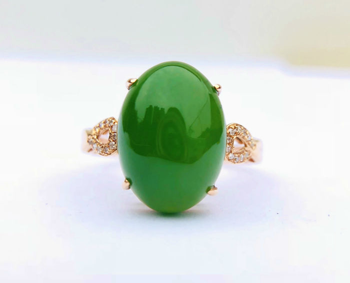 750 gold ring with Jade  8.25ct. and diamonds size 55mm - No Reserve - Free resizing