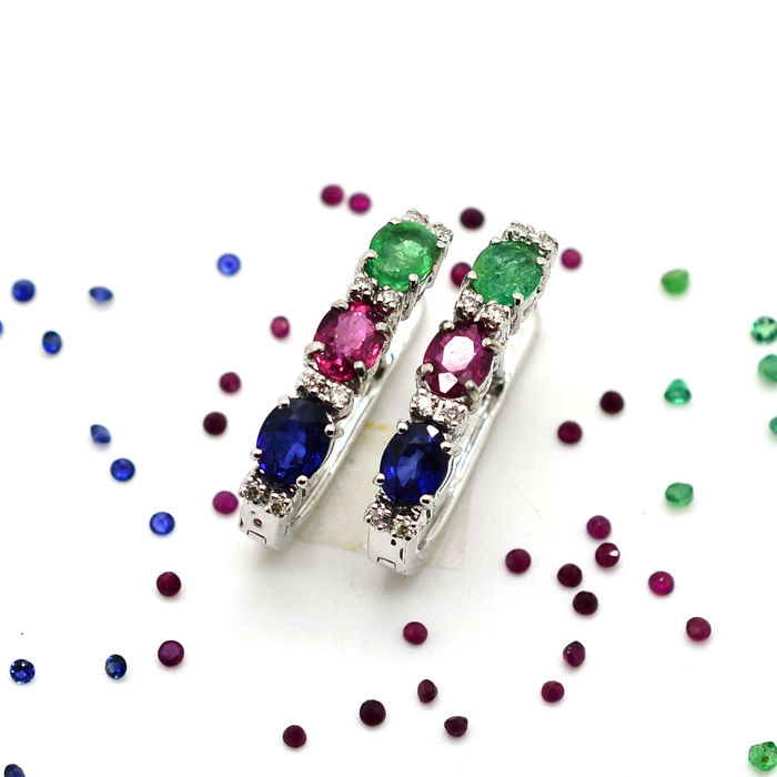 Gold earrings (18 kt) with rubies, emeralds, sapphires and diamonds totalling 2.89 ct