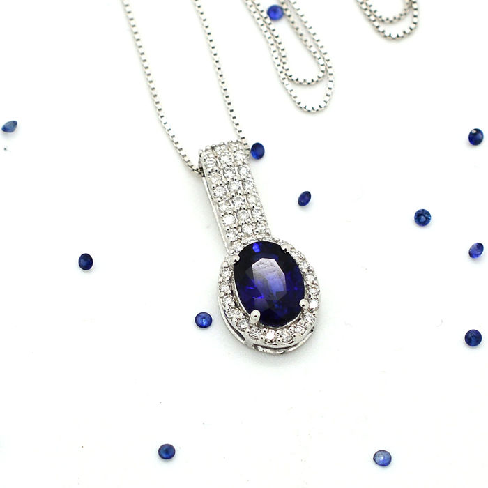 Necklace and pendant with sapphire and brilliant cut diamonds totalling 1.77 ct - chain: 42 cm - No Reserve