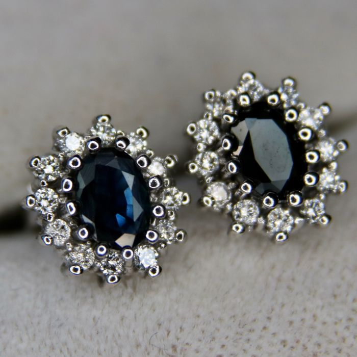 Entourage white gold earrings with natural Sapphires and brilliant cut natural diamonds G / VVS. Wonderful state