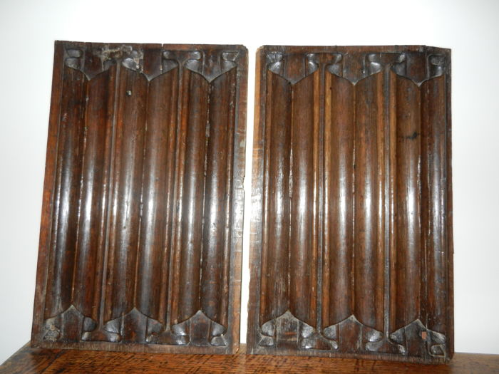 Two gothic panels with folds of parchment in oak - France - Late 15th century