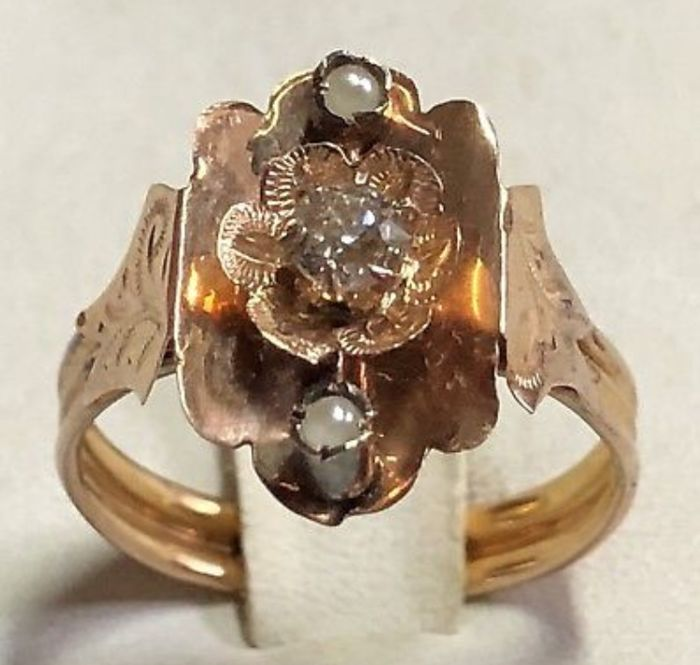 Vintage rose gold ring from the 19th century, with a natural diamond for 0.29 ct, and natural pearls