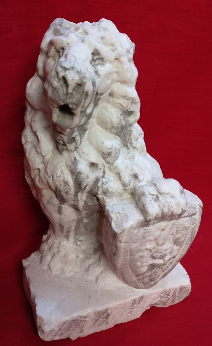 Istrian marble Lion of Saint Mark worked and carved by hand - single block - Italy, Venice - ca. 1900