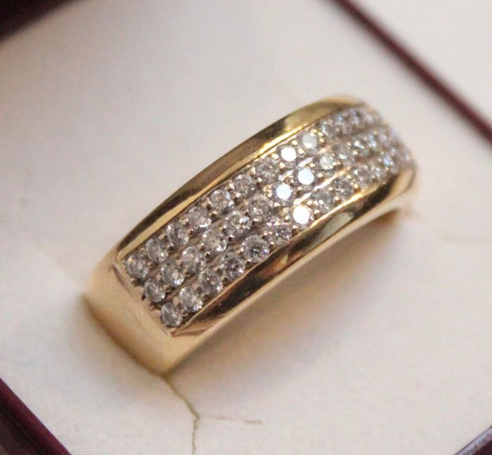 Yellow gold ring set with diamond of 0.80 ct, ring size 18.5
