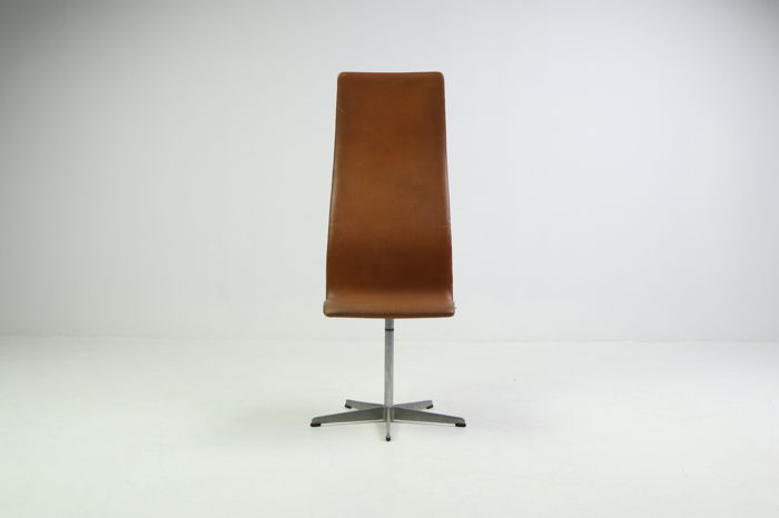 Arne Jacobsen for Fritz Hansen - Oxford chair with high back in cognac leather