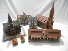 Faller, Vollmer H0 - 22112/21549 - 7-teiliges Hauskonvolut  - Scenery - with a nice aged town hall, freight yard, cathedral