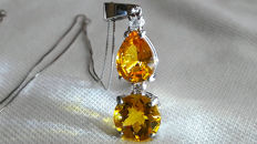 Necklace and pendant in 18 kt white gold with two gorgeous yellow sapphires totalling 5.05 ct and diamonds for 0.10 ct ***No Reserve***