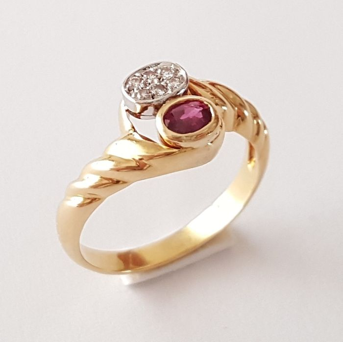 18 kt gold scalloped ring with diamonds and a ruby - Size: 17 mm 14/54 (EU)