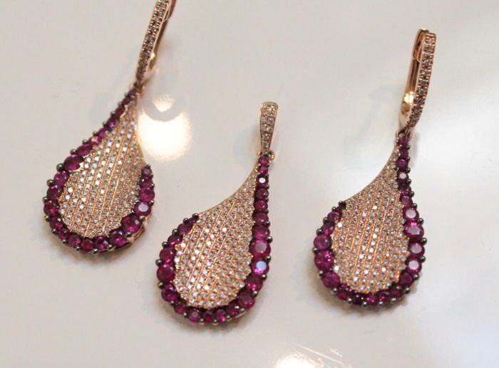 18 karat gold set, set with diamond and ruby, 15x40 mm
