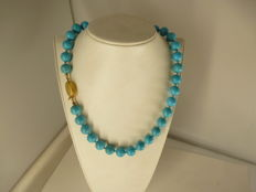 ecklace in turquoise with lock in 18k gold, length 45 cm