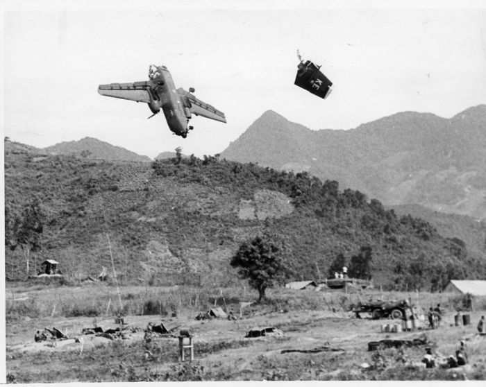Hirominchi Mine/United Press International - US Transport plane hit by American artillery, Vietnam, 1967