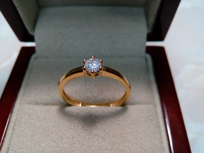 Cocktail ring solitaire 18 kt gold with diamond