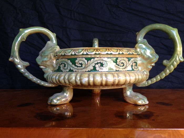 Lustre ceramic bowl with handles and feet, Robbia manufactory