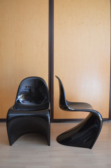 Verner Panton for Vitra – Two glossy black fibreglass chairs