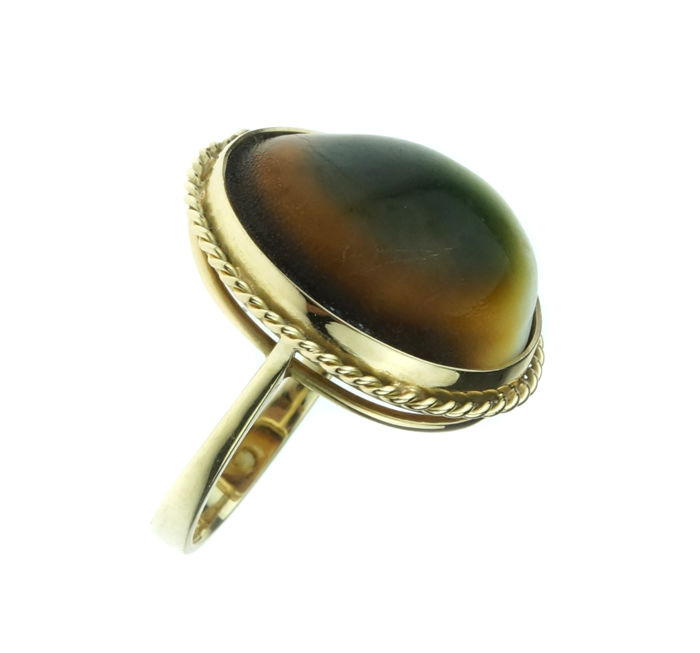 14 kt gold ring set wtih cabochon cut agate - ring size: 17.25