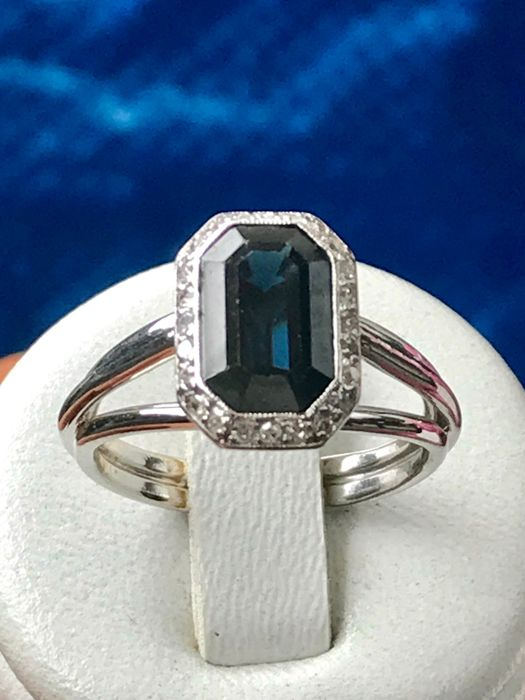 White gold ring with 1 sapphire and diamonds totalling 2.48 ct - size 54/17.20 mm