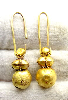 Pair of Viking Period Gold Earrings with Filigree - 40-41mm (2)