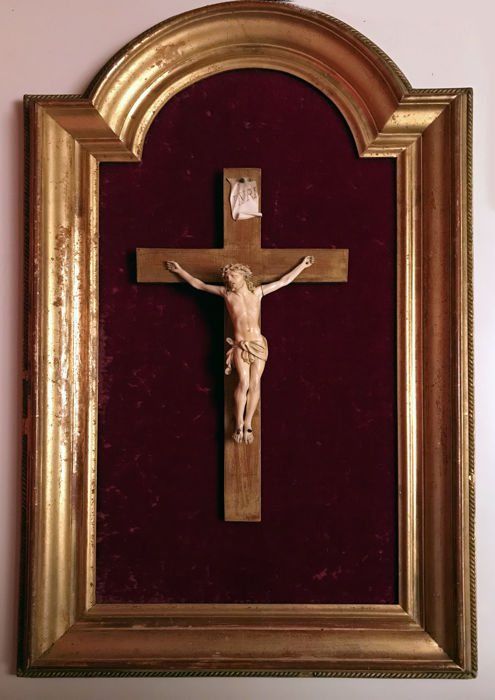 Ivory Christ on wooden cross inside a wooden frame with gold leaf - Italy - early 19th century
