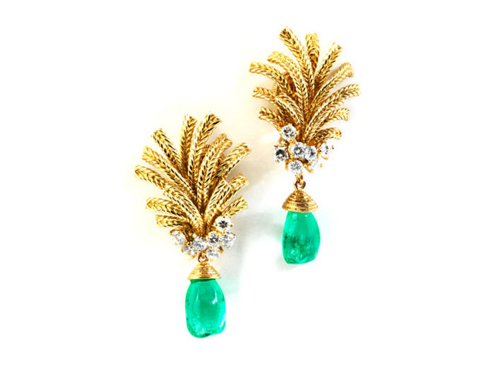 Unique Cartier Earrings Emerald and diamonds