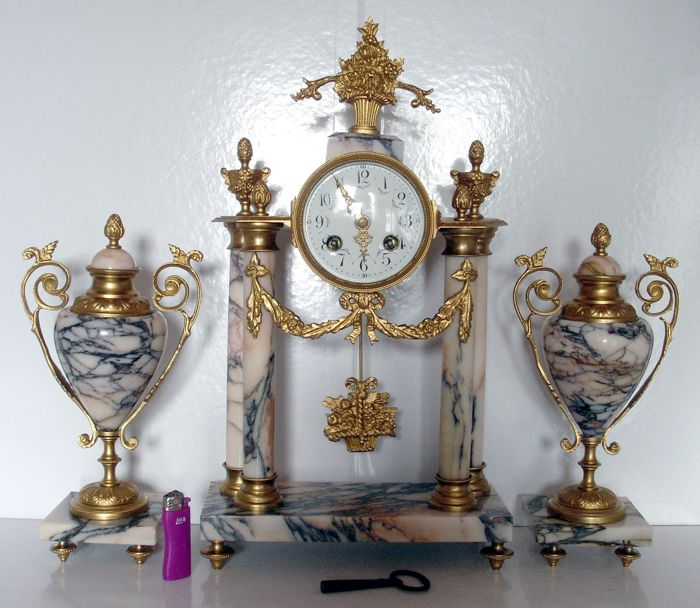 """Exceptional French clock """"barrel"""" carved gilded bronze marble cartel with its 2 vases - style Louis XV -  circa 1850"""