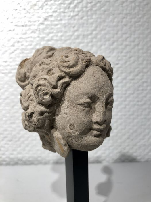 Gandhara Stuc Female Head, very nice expression and details.  - 9×7 cm