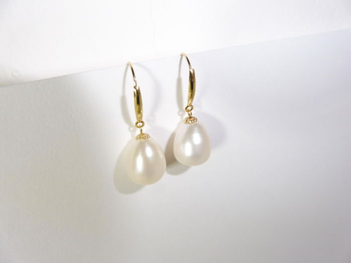 18kt Gold Freshwater Pearl Drop Earrings***
