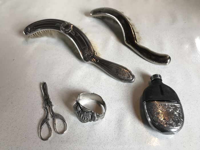 Lot of 5 antique items, silver plated metal, including an oriental silver bracelet from the 1900s